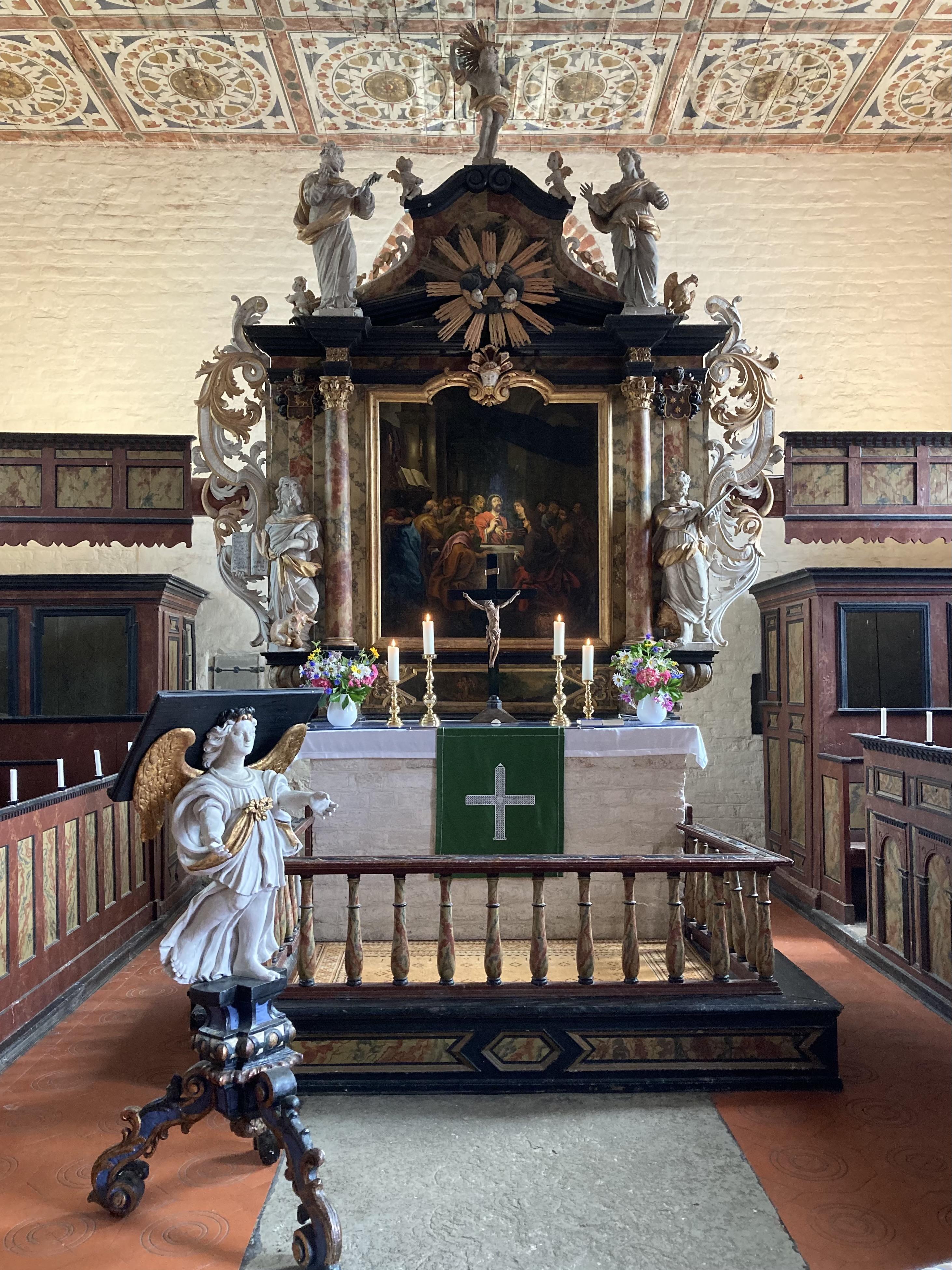 Altar mit Pultengel
